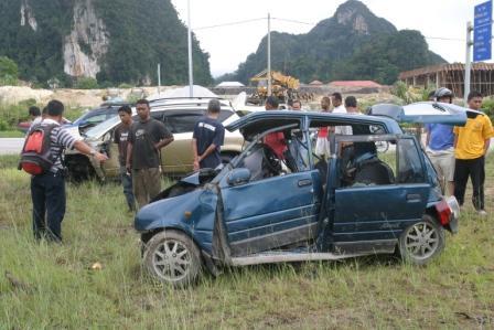 Kancil... 6 penumpang, 5 maut