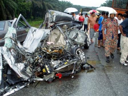 28/8/2008 - bapa bersama dua anaknya maut selepas kereta dinaiki bertembung trailer di Kilometer 35 Jalan Gua Musang-Kuala Krai dekat Felda Chiku 2