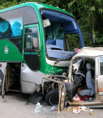 30/11/2008 - Empat kakitangan Perbadanan Perpustakaan Awam Kelantan maut apabila MPV yang mereka naiki bertembung dengan sebuah bas ekspres di Kilometer 107 Jalan Gua Musang-Kuala Krai