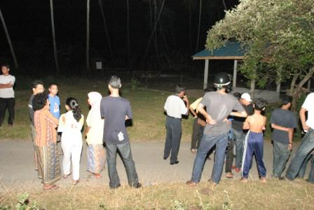 Orang ramai berkunjung ke Kampung Sungai Keladi untuk mendengar suara misteri