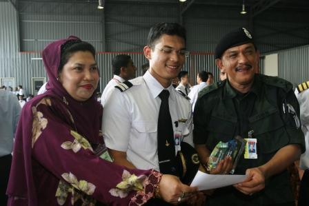 Graduan cemerlang keseluruhan Batch 9, anak Ketua Polis Kelantan, Mohd Asyraf