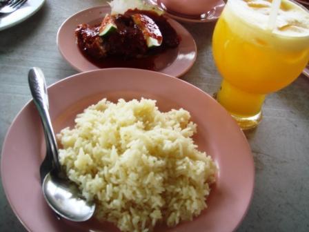 Menu kegemaran aku... nasi ayam dan fresh oren