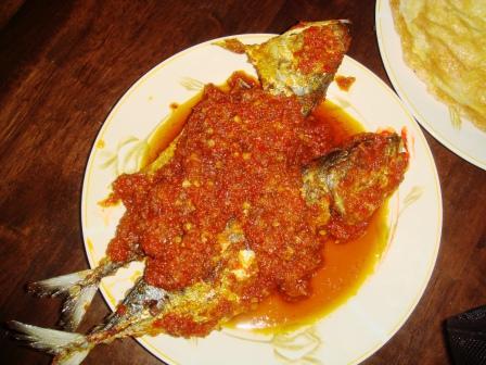 Ikan kembung goreng berlada minang stail