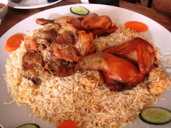 Nasi minyak lauk kambing dan ayam di Al-Rawsha