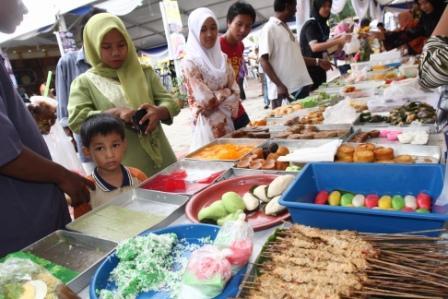 pelbagai kuih-muih Kelantan