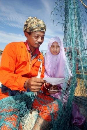 Nik Nur Madihah bersama bapanya