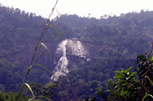 Air terjun Jelawang boleh dilihat dari jauh