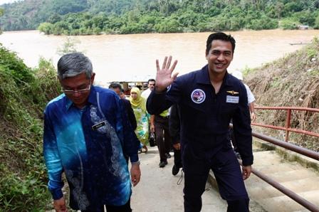 Sheikh Muszaphar dan KP PNM tiba di Kampung Bahagia