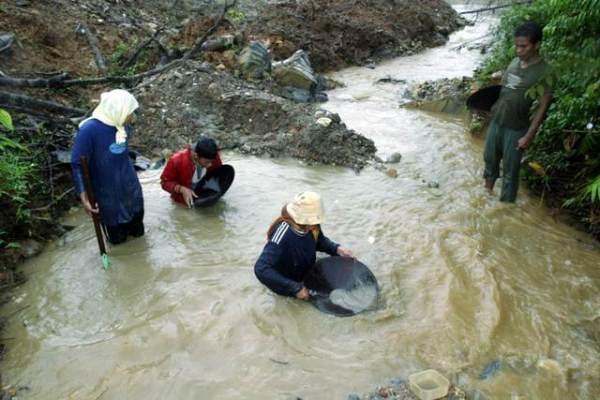 Penduduk Kampung Kalai mendulang emas untuk cari pendapatan sampingan