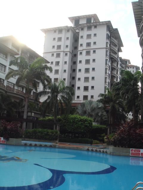 Menginap di Bourganvilla Apartment, Mahkota Hotel