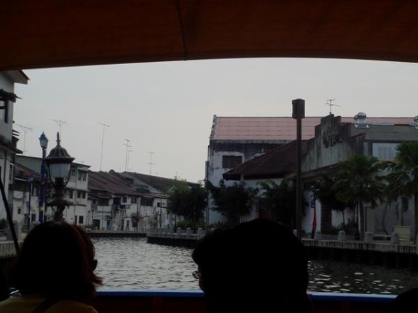 Menyusuri Sg Melaka menaiki Melaka River Cruise