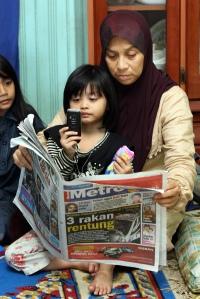 Ibu mangsa, Wan Nor Hayati dan cucunya, Amanda